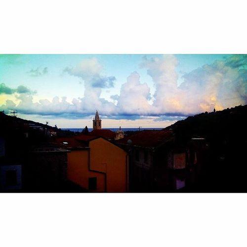 DianoMarina Cielo Cielispettacolo Nuvoloni Nuvole Temporale Pioggia Mare Campanili Colori Nuvolecolorate Imperia Barche Barchette Barcheavela Sanbartolomeoalmare Liguria Estate Summer2015