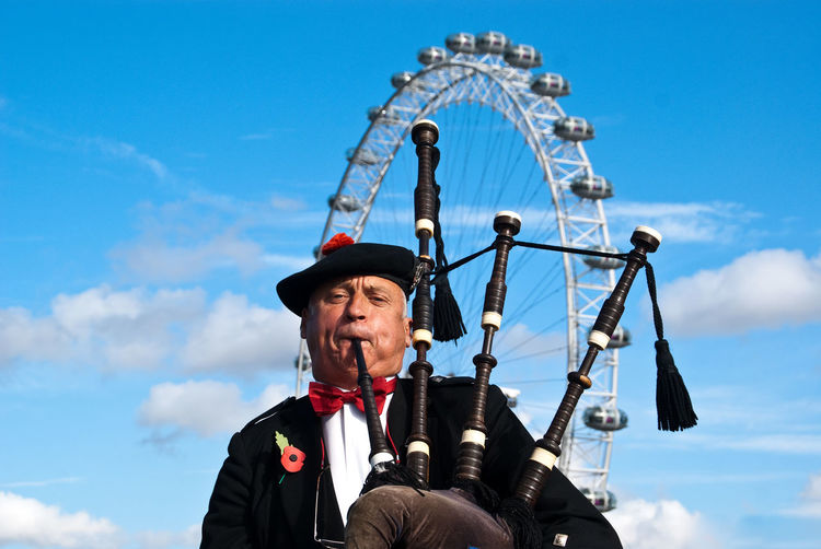 Adult Adults Only British Clouds And Sky Day Dudelsackspieler LondonEye Looking At Camera Mann Men Music Outdoors People Riesenrad Sky Straßenmusiker
