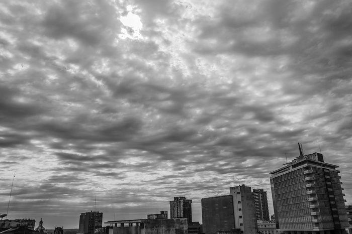 Gris gris gris está todo gris por acá EyeEm Best Shots Nikon D5100  Lovephotography  Paraguay-Asuncion Sky And City Gray Sky Gray Day