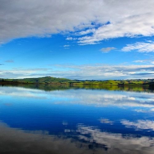 lake waihola, like a mirror, quiet and beautiful.