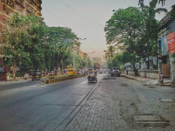 Bhai aage dekh laal signal hai Signal Red Trees Street Streetphotography Streetphotographyindia Mumbai Maharshtra Maharashtra_ig Insta_maharashtra India Indianphotographers Indianphotographersclub Mobilephotography PhonePhotography Indian Indianphoto CameraMan Phonephoto Mobilecameraclub Mobile_perfection Mobilecamera Samsunggalaxygrand2 Inspiroindia Firstlookindia phodus mumbaimerijaan mumbaidairies mumbaistagram imagebazaar @mumbai_explorer @my_mumbai @itz_mumbai @trelltalemumbai @indianstories @stories.of.india @mumbai_stories @mumbaispeaks @mumbaibizarre @photography_club_of_mumbai