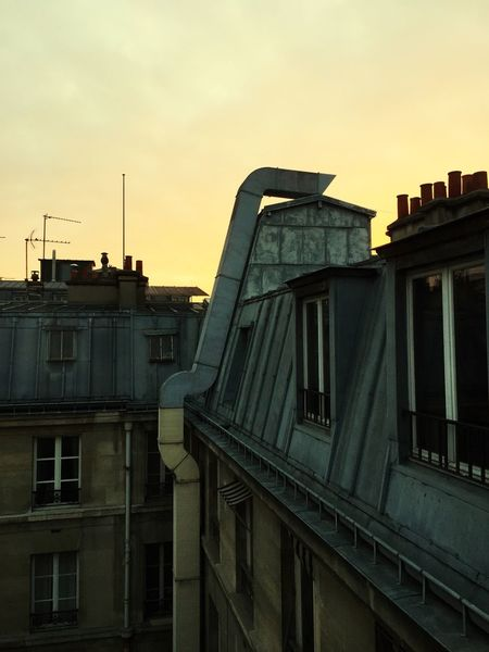 Sur les toits de Paris ... Toits De Paris Geometric Shapes AMPt_community Paris Streetphotography Sur Le Toit