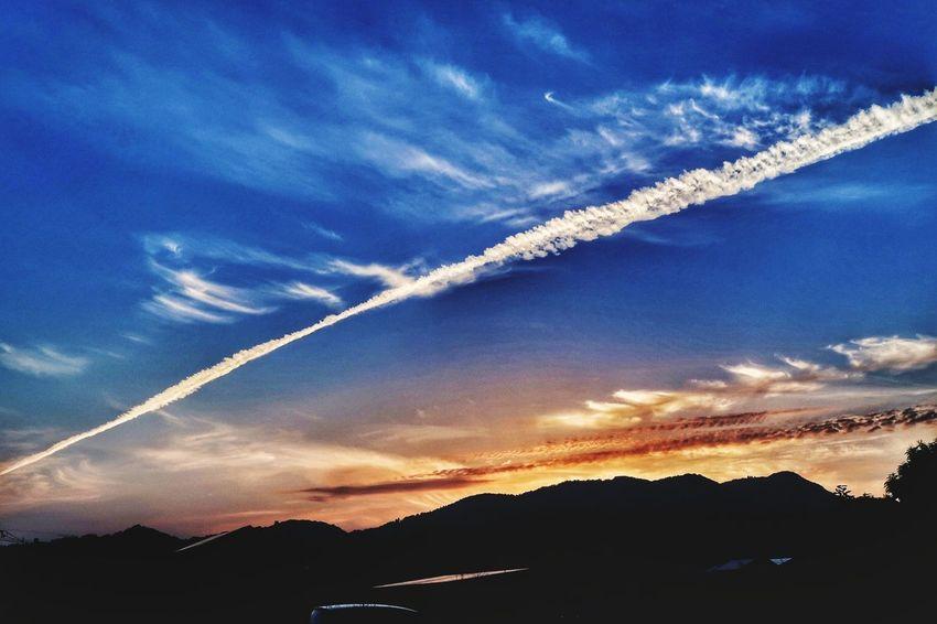 飛行機雲 ひこうき雲 雲 青空 空 山 写真好きな人と繋がりたい 写真撮ってる人と繋がりたい EyeEm Nature Lover 夕焼け空 夕焼け 夕陽 Jetstream Jet Stream Cloud Mountain Sky Blue 写真好き Sunset Blue Sky Beauty In Nature Nature Picture EyeEm