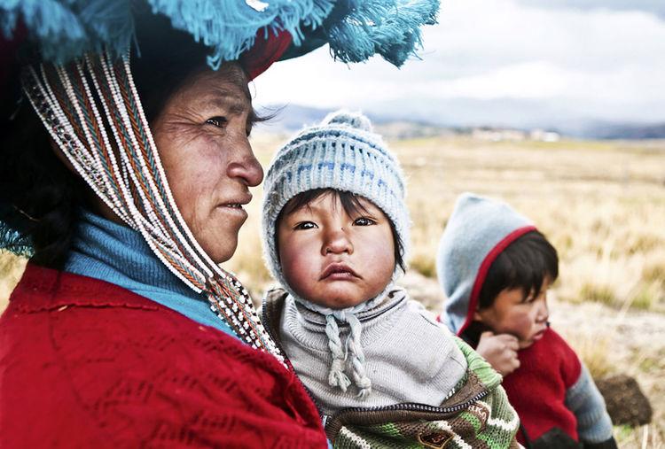 Peru Peruvian Clothes Peruvian Peruvian Costume Peruvian Culture Peruvian Hat Peruvian Weaver Peruvian Weaving Peruvian Woman Peruvian Woman With Child Peruvian Woman With Children Peruvian Woman With Kid Quechua Quechua Woman Woman With Children