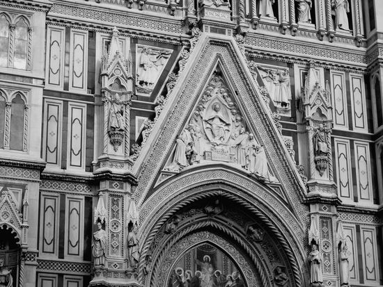 Italy❤️ Duomo Di Firenze Blackandwhite Reinessance Amazing Architecture Statue Facades Dome Church Stucture Duomo Florence Europe Medieval Architecture Florence Old City Building Old Buildings Design Cathedral