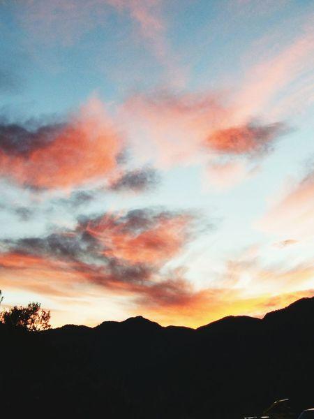 Amanecer Andorralavella Andorra Andorre Mountain Montañas❤ Cielo Y Nubes  Puestadesol Sol Naturaleza Andorra La Vella Cielo Y Nubes  Nature Puesta De Sol Montañita Natulareza Nuebes
