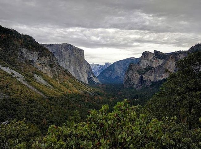 Yosemite Valley from the aptly named Inspiration Point. Yosemite Halfdome Yosemitevalley Elcapitan Sentinel Roadtrip Hiking Adventure Americathebeautiful  California Cloudy
