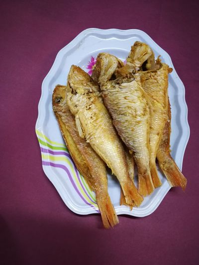 fried fish Fried Food Fish Food EyeEm Selects Studio Shot Colored Background Directly Above High Angle View Bread Close-up Food And Drink Savory Pie Pie French Food Loaf Of Bread