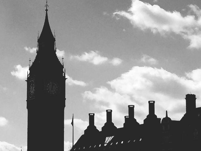 London London Skyline Parliament Houses Of Parliament Democracy Bigben Big Ben Elizabethtower Elizabeth Tower LONDON❤ London's Buildings Architecture Architectural Detail Chimneys The Architect - 2017 EyeEm Awards