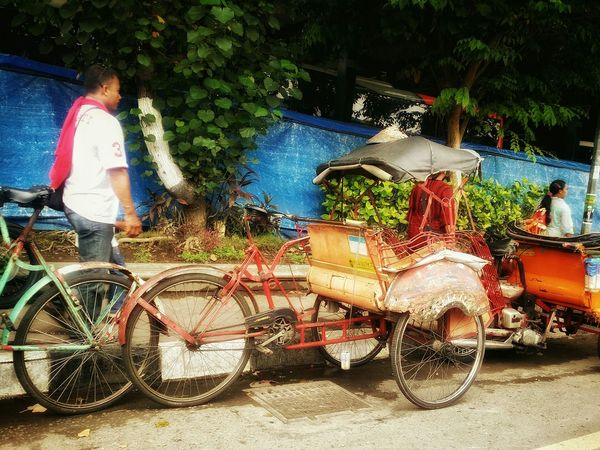 On my way to the Airport from borobudur, saw this trishaw parked beside the road at jogja yogyakarta, taken this morning. Use my handphone to snap photo as my cam in the beg Taking Photos Enjoying Life Early Morning Citylife Streetphotography Trishaw Old Transport Antique Old School Slow Jogja Keraton Jogjakarta Jogjakarta INDONESIA Indonesia_allshots EyeEm Best Edits Streetphoto_color Mobilephotography Mode Of Transport Mobile Photography Mobile_photographer