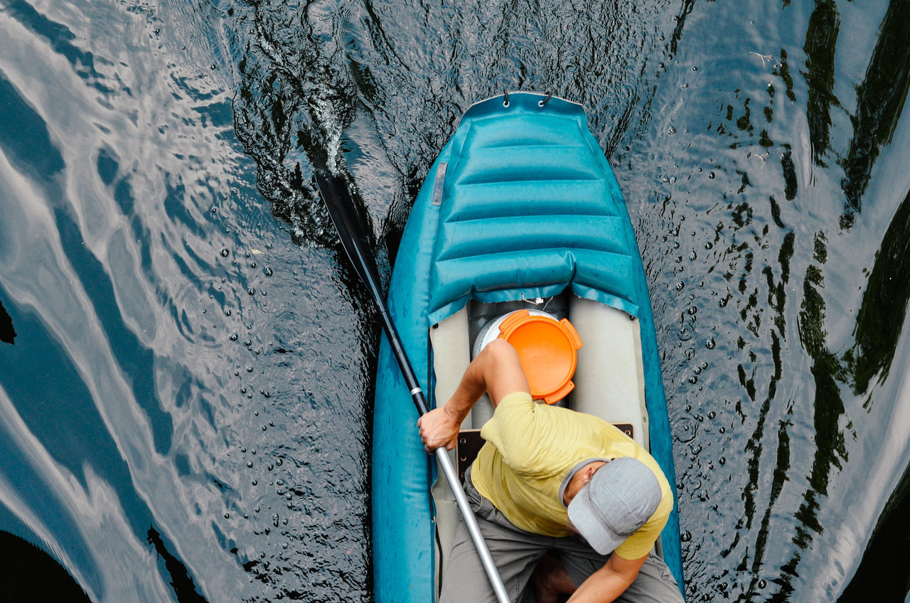 HIGH ANGLE VIEW OF MAN IN CANOE