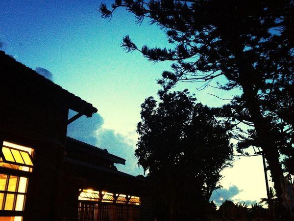 天色暗了以後,出張所的氣氛更溫暖 Old House Night Lights Lookingup EyeEm Best Shots