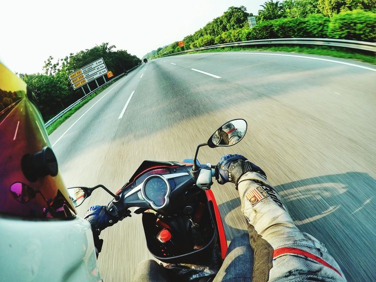 long way to go... Helmet Simspon Stig Yamaha Dainese Alphinestar Gopro Motorcycle Photography Highway Milo EyeEm Selects Road Cloud - Sky Green HangLoose RedBull Selfie Lifestyles Love Adventure Transportation Day Spraying Close-up Outdoors Sky Water People Only Men Adult One Person