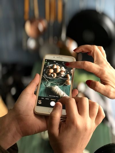 Food photography Hands IPhoneography Food Photography Human Hand Holding Human Body Part Real People Human Finger One Person Focus On Foreground Close-up Indoors  Photography Themes Day Technology Freshness People