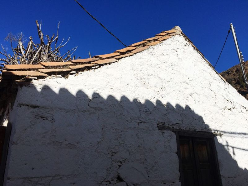 EyeEm Selects Building Exterior Architecture Built Structure Day Low Angle View Clear Sky Sunlight House Outdoors Sunny No People Whitewashed Shadow Blue Sky Roof Traditional Canaries Architecture Typical Canaries Canaries Canary Islands Gran Canaria Whitewash SPAIN Whitewashed House