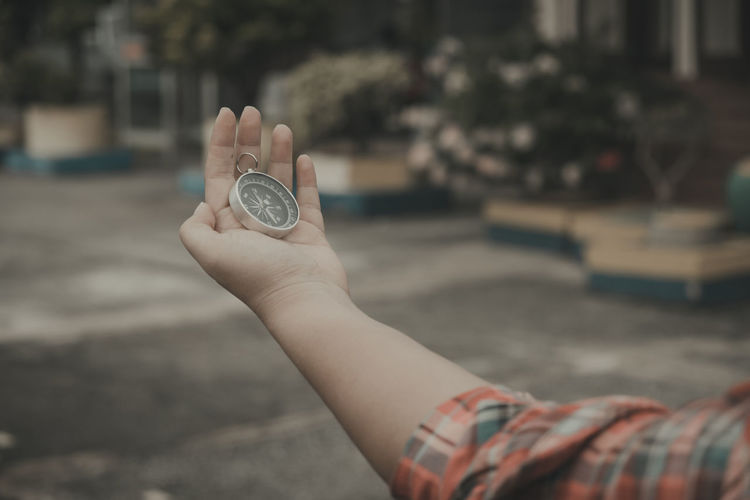 Human Hand Hand Human Body Part Holding One Person Finance City Focus On Foreground Real People Body Part Currency Day Business Leisure Activity Lifestyles Close-up Coin Outdoors Street Finger