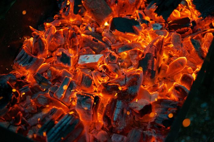 огонь пламя уголь языки пламяни Heat - Temperature Burning Fire Fire - Natural Phenomenon Flame Orange Color Nature Wood - Material Backgrounds No People Wood Textured  Campfire
