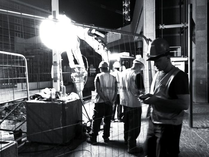 Night Real People Men Monochrome Photograhy Men At Work... Streetphotography Black & White Photography B&wphotography MonochromePhotography Black And White Collection  B&W, Monochrome Urban Construction Worker Street Photo Street Photography Night Shot Streetphoto Construction Site Black And White Collection  Men At Work  Working Nigh Work La Défense. France🇫🇷 Huawei P9 Photos HuaweiP9Photography The Street Photographer - 2017 EyeEm Awards HUAWEI Photo Award: After Dark