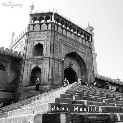 JamaMasjid IndiaJourney Olddelhi Delhi Indiapictures Indiaphotos Incredibleindia Incredibledelhi India Bnw Mosque Masjid