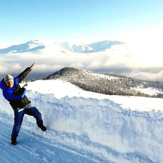Blue Full Length Snow Adults Only Skill  One Person One Man Only Adventure People Outdoors Adult Only Men Young Adult Mountain Sky Nature Day Beauty In Nature
