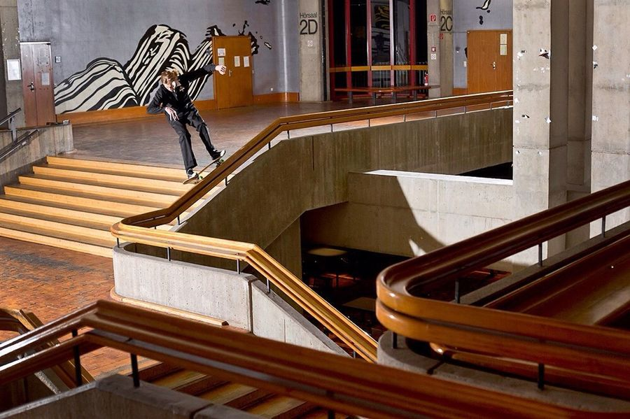 the roy lichtenstein murals in the backround ❤️ Skateboarding Popart Kunst Photography The Action Photographer - 2015 EyeEm Awards