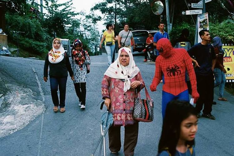 Granma doesnt need your help spidey... 35mm Film EyeEmNewHere 35mmfilmphotography Film NikonFM2 Fujifilm 35mm Day Dreaming
