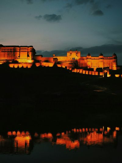 Amer Fort at night. Jaipur, Rajasthan, India follow me on instagram @closet.of.randomness Rajasthan Jaipur India Traveling Travel Travel Photography Fort Highiso Reflection Water Reflections