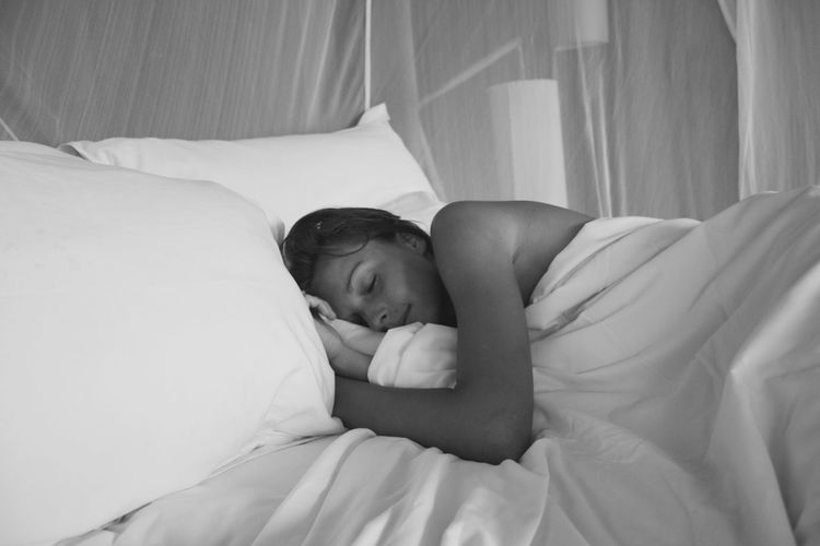 Evason Hideaway Blackandwhite White Color The Traveler - 2018 EyeEm Awards Bedroom Pillow Bed Relaxation Lying Down Sheet Domestic Life Comfortable Sleeping Quilt Bedtime Cozy Napping Wrapped This Is Natural Beauty Holiday Moments It's About The Journey International Women's Day 2019