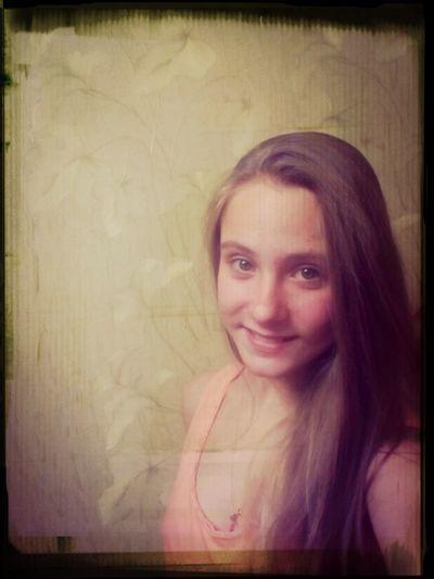 Улыбаюсь ))) и впервые на камеру