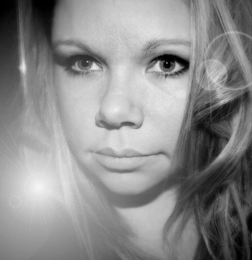 Do you SZ folk get sick of seeing the same pic twice ;p Me Black And White Portrait Freakin Bored