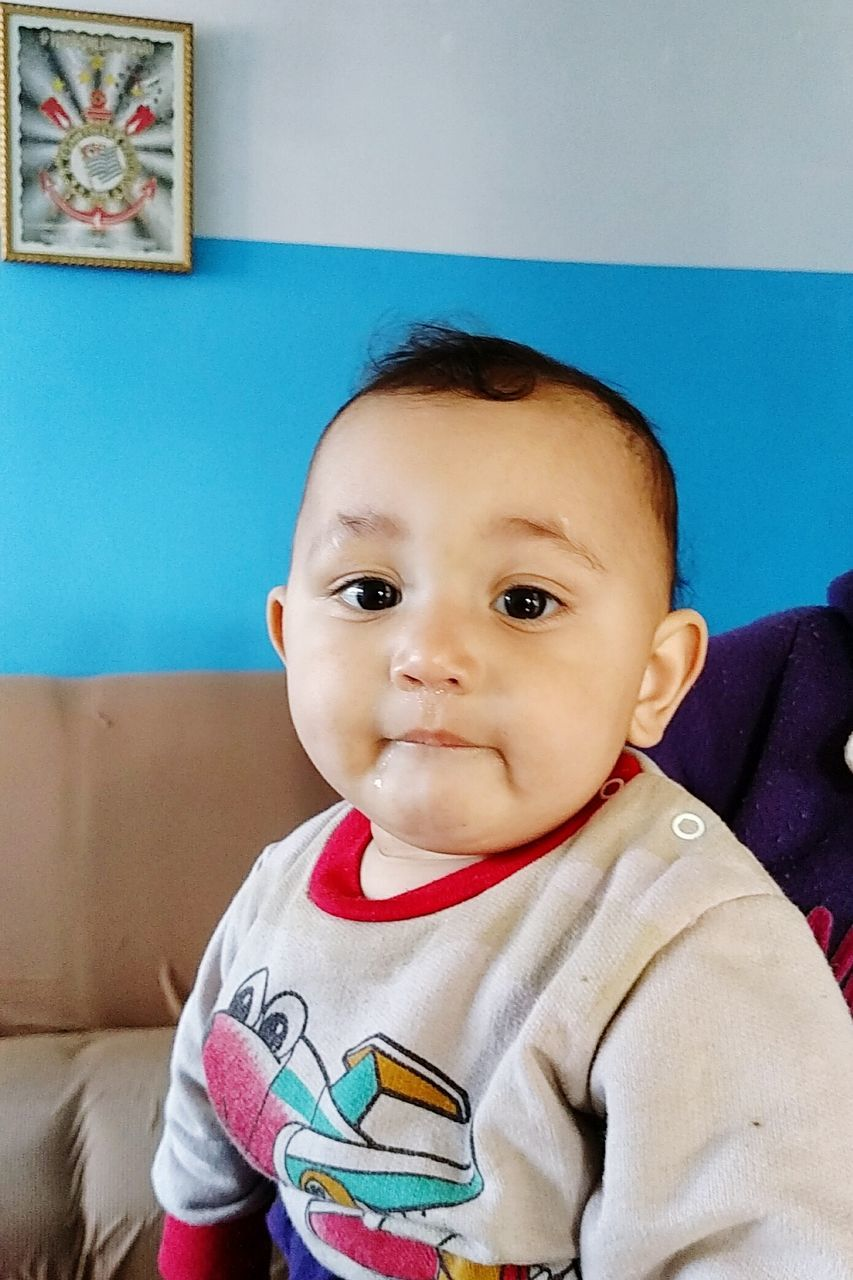 baby, looking at camera, innocence, indoors, real people, portrait, one person, cute, babyhood, childhood, front view, home interior, smiling, happiness, close-up, day, babies only, people
