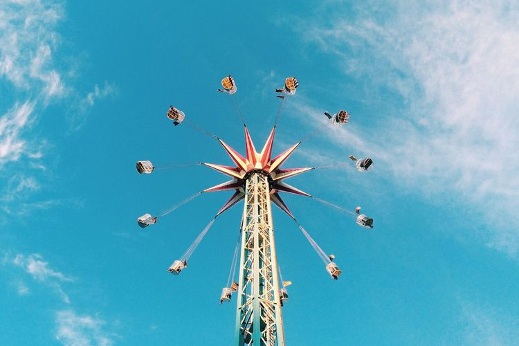 Like a record, baby. Summer Wheel Play London Fairground Fairground Attraction Ride Sky Sky And Clouds Blue Blue Sky Spinning Around Happiness Childhood Leisure Activity Weekend Weekend Activities Symmetry Shape Circle