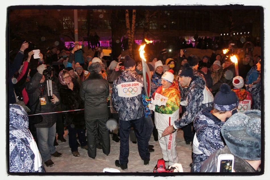 Галина Кулакова начинает свой этап эстафеты Олимпийского огня в Ижевске