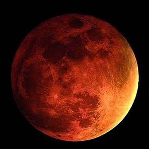 Blutmond Bloodmoon Moon Red Moonlight Moonshine Mooneclipse2015 Mooneclipse night Beautiful Mondfinsternis Mondfinsternis2015 München Munich Instalike Bestoftheday Instagood Instashit
