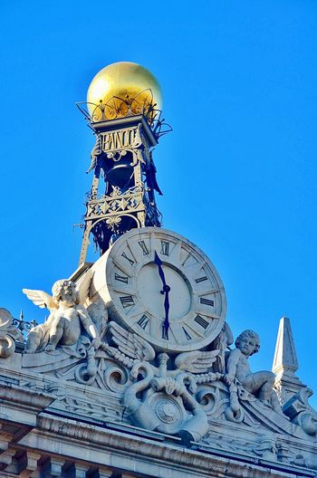 Mañana, las 10:30... Clock Clear Sky Building Exterior Antique No People Architecture Outdoors Day Clock Tower
