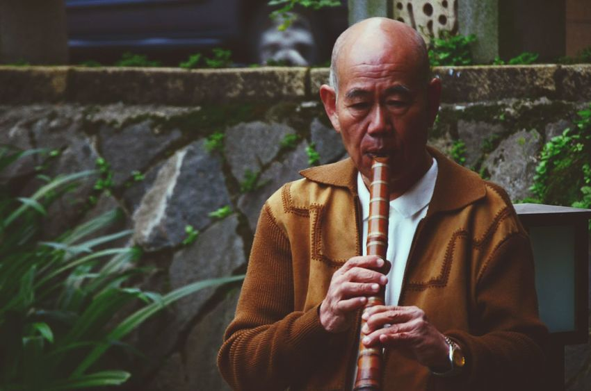 Learn & Shoot: Single Light Source Untold Stories People Watching Performance Musician Portrait The View And The Spirit Of Taiwan 台灣景 台灣情 Getting Inspired RePicture Aging Capture The Moment Old But Awesome Great Performance RePicture Ageing This Is Aging