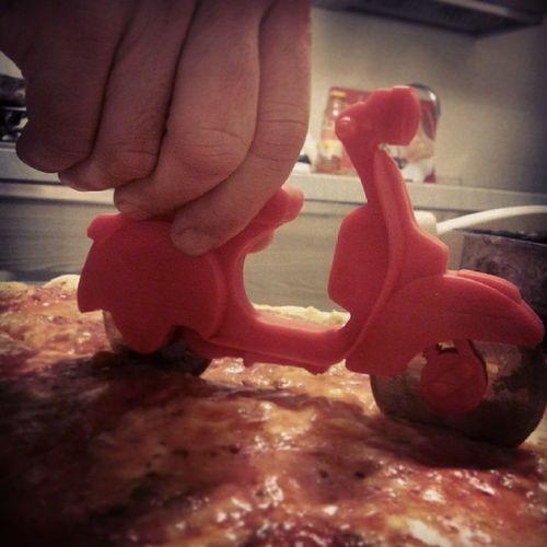 Fantastico Nuovo Taglia Pizza vespa vespetta italia italian dinner