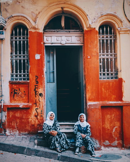 Door Building Exterior Outdoors Architecture Two People People Day City Doorway City Peopleandplaces Istanbuldayasam Streetdreamsmag Istanbulstreetphotography Check This Out Street Life Streetphotography Istanbul Urban Geometry Streetphoto Passerby Outdoors Life Togetherness Architecture Culture And Tradition My Year My View Adapted To The City Women Around The World The Street Photographer - 2017 EyeEm Awards Focus On The Story