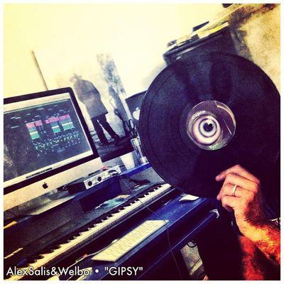Completando l'export per il video,finalmente ce l'abbiamo fatta... AlexSalis Welbo Gipsy Hotfingersrec housemusic sardinia italy