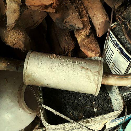 Escapamento de carro Goiás,GO Escapamento Carro Velharia♡ Original Art Brasil ♥ Desainer Ferro Goiano Caiaponia Lixo Não Descartado Interior Reliquia Close-up