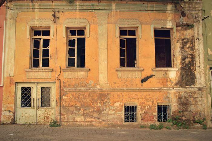Streetphotography Walkingaround Open Edit Urban Geometry Street Streetphoto Amazing Architecture Oldhouse Urbanexploration Ontheroad
