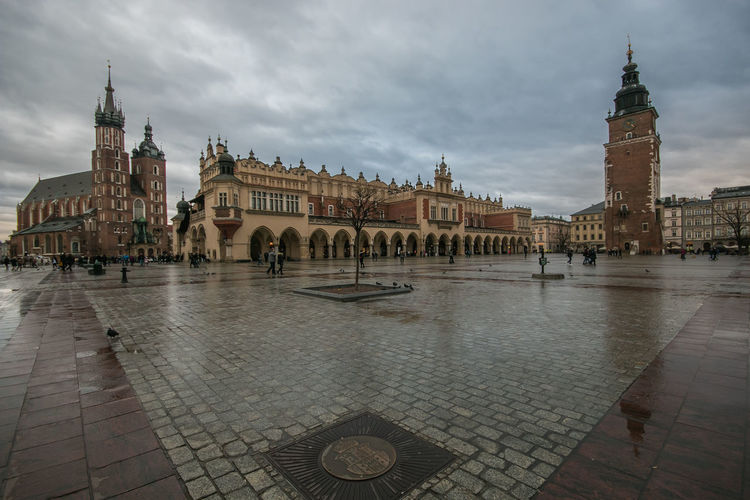 View of market square (Rynek Glowny in the center of Krakow on rainy day Krakow Kraków, Poland Poland Architecture Saint Mary Basilica Square Market Medieval Old Historic Rainy Day Rain Building Medival Travel Destinations Travel Famous Places Building Exterior Built Structure Sky Cloud - Sky The Past History Tourism City Tower Water Town Square Town Place Of Worship Outdoors Hall Card Wallpaper Desktop Backgrounds