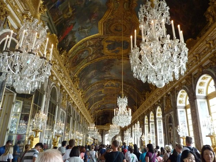Arch Architectural Column Chandeliers Cristal Crowd Cultures Famous Place Fance History Illuminated Large Group Of People Leisure Activity Lifestyles Ornate Place Of Worship Praying Religion Spirituality Temple - Building Tourism Tourist Travel Destinations
