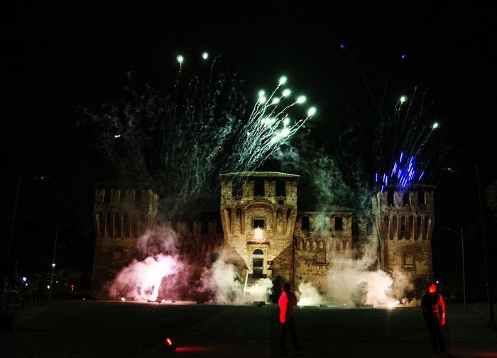 fireworks's castle Tree City Illuminated Nightlife Arts Culture And Entertainment Celebration Firework Display Exploding Long Exposure Firework - Man Made Object Firework Entertainment Event Light Stage Light Hanging Light Fairy Lights Urban Scene Popular Music Concert Glowing Light Painting Music Concert