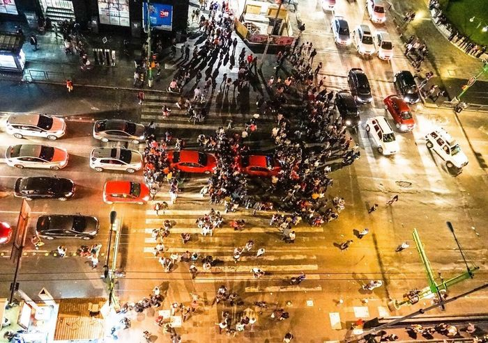 Tráfico citadino Allianz Mobility In Mega Cities High Angle View City Life Rush Hour Adventures In The City The Street Photographer - 2018 EyeEm Awards