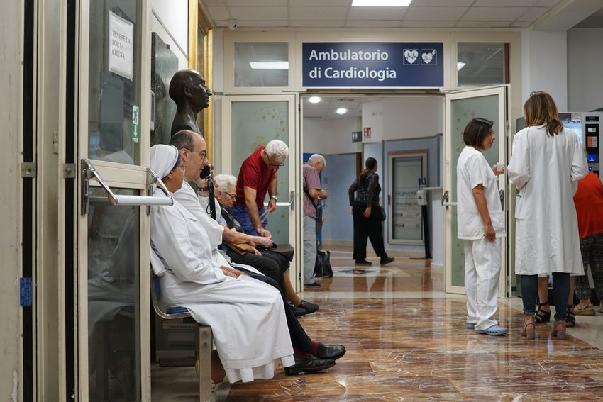 Doctor  Doctor's Office Doctors Office Hospital Waiting Ambulatorio Clinic Clinical Doctors Group Of People Indoors  Indoors  Medical Patient Patients People Real People Surgery Waiting Room Waiting Room Hospital