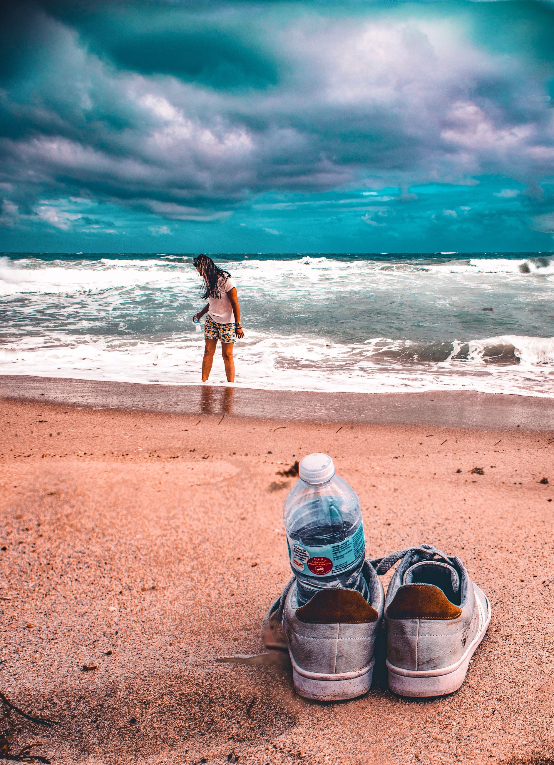 land, beach, water, sea, sky, cloud - sky, real people, men, full length, sand, leisure activity, nature, beauty in nature, rear view, people, two people, lifestyles, day, outdoors, horizon over water