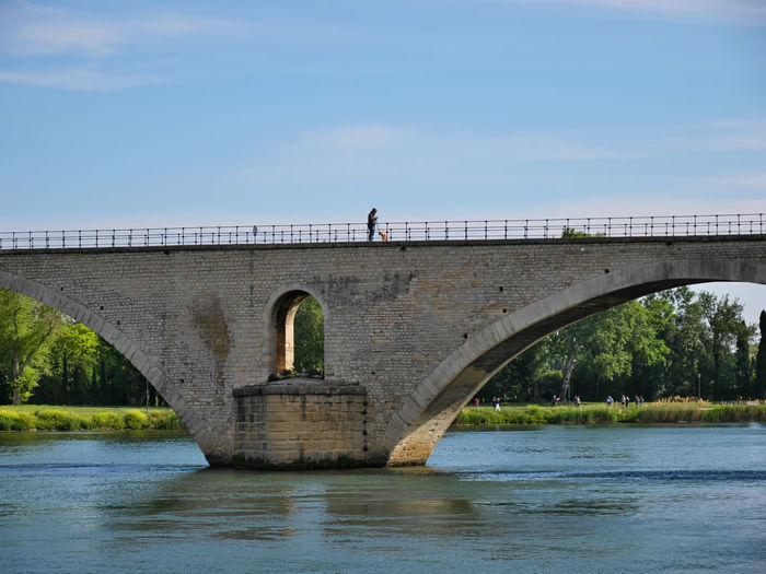 Sur le pont Architecture Built Structure Day Arch Nature Bridge Bridge - Man Made Structure Connection Sky Water Transportation River Arch Bridge Waterfront Real People Outdoors Plant People Tree Avignon Avignon, France