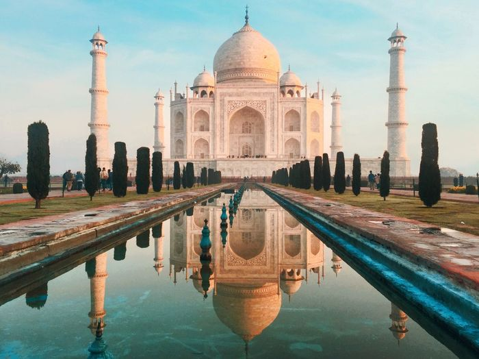 Taj mahal reflecting on pool