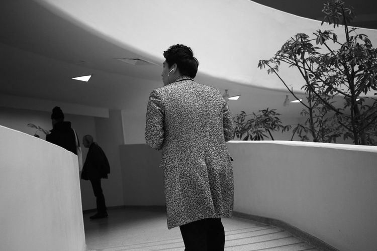 Rear View Adult People Men Lifestyles Indoors  Young Adult Plant Standing Looking Real People Architecture Arts Culture And Entertainment Togetherness Streetphotography Modern Newyork Guggenheim Guggenheimmuseum Guggenheim Nyc Street Photography Streetart Artsy Fashion New York City Summer Exploratorium